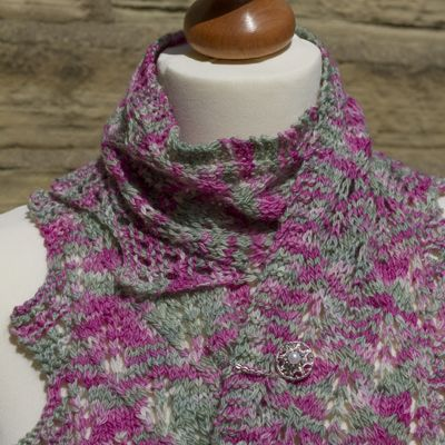 Rhu-baa-rb Scarf, Pin and Details